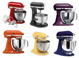 Er du en fargeklatt som verdsetter kontraster som en knall orange kjøkkenmaskin som skiller seg ut på kjøkkenbenken eller foretrekker du den, hvite, sorte eller i krum.